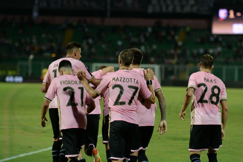 Salernitana-Palermo, i bookmakers «vedono rosa»
