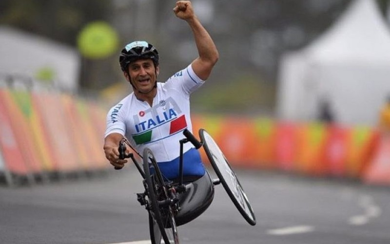Alex Zanardi coinvolto in un grave incidente in handbike